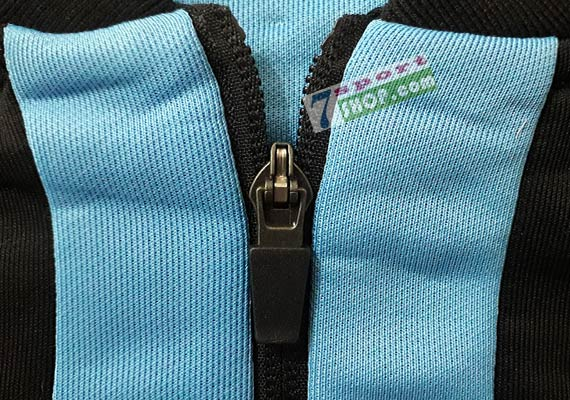 trabzonspor-trainingsanzug-macron-trainingsjacke-spielerjacke-reissverschluss-schiebergriff